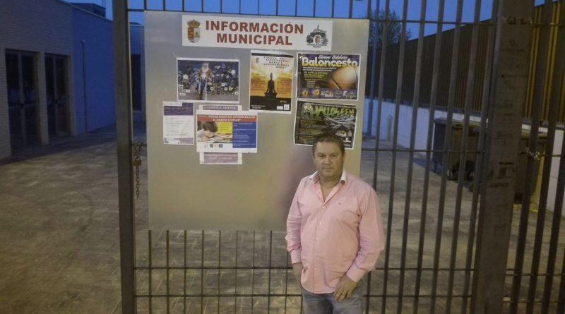 Paneles informativos en los edificios municipales