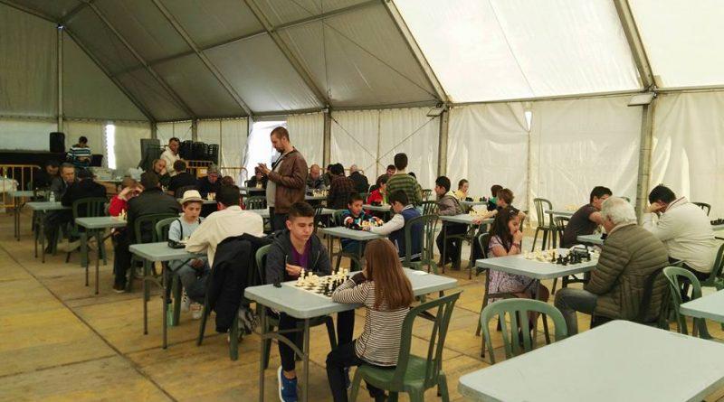 Vecinos de todas las edades participan en el II Torneo de Ajedrez de Vegas