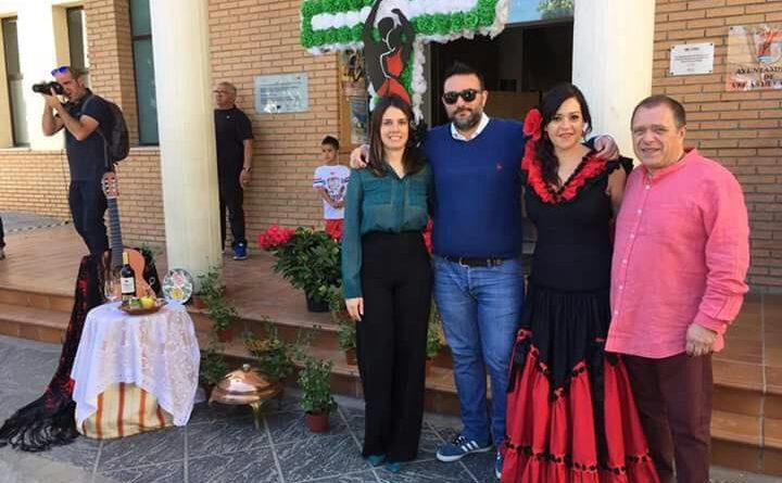 Vegas del Genil invita a sus vecinos a habas y salaíllas en la Cruz del Ayuntamiento