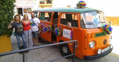 Vegas del Genil reparte miles de pulseras y preservativos para celebrar el Día del Orgullo LGTBI