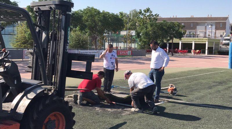 Vegas del Genil renueva el césped del campo de fútbol 'Las Peregrinas'