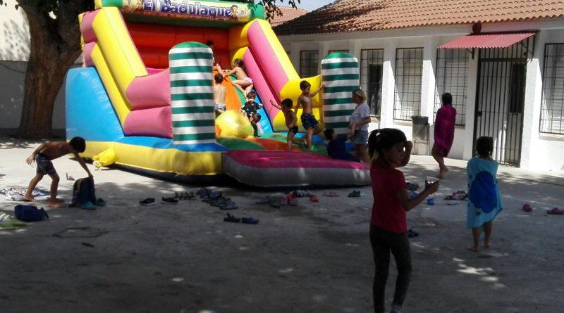 Vegas del Genil clausura su Escuela de Verano con una gran fiesta de agua