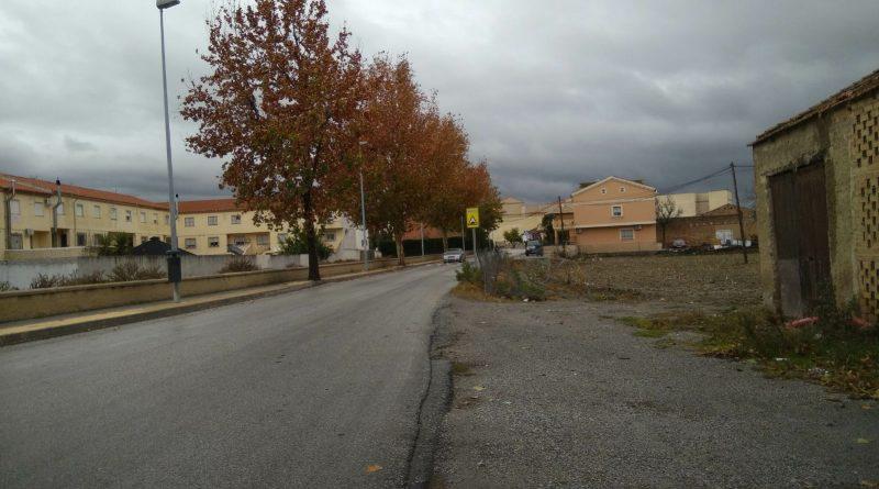 Vegas del Genil construirá una acera en la calle que une Purchil y Ambroz tras una votación popular