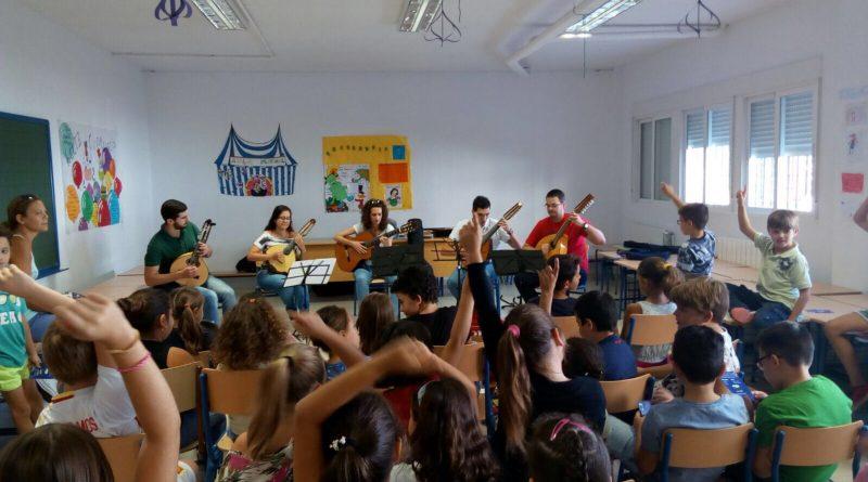 Vegas del Genil acerca la música de plectro a sus escolares mediante conciertos didácticos