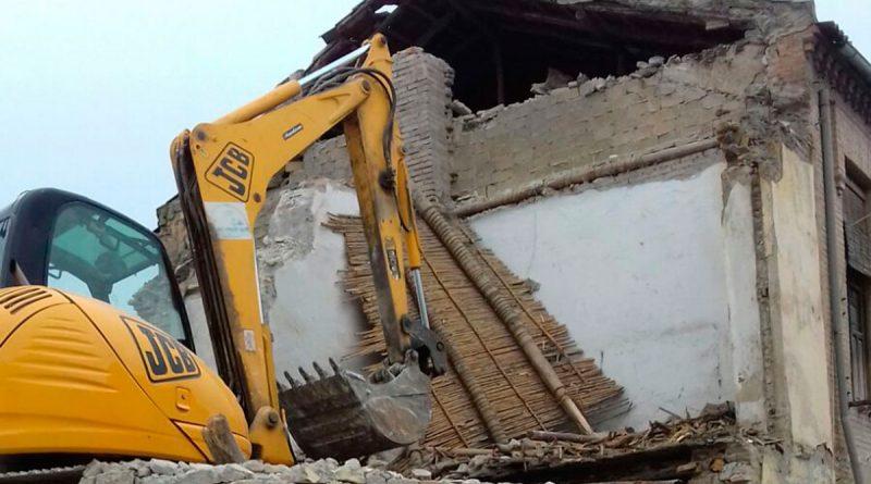 Vegas del Genil inicia el derribo de una decena de viviendas en ruina del municipio