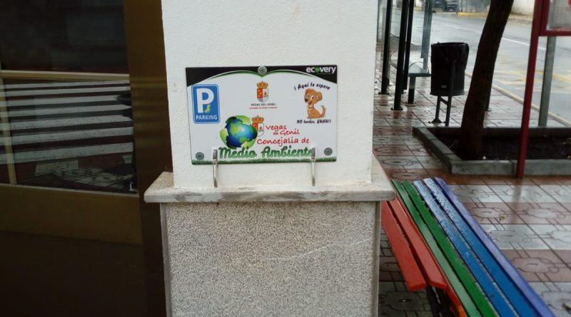Vegas del Genil instala 'parkings' para mascotas en todos sus edificios municipales