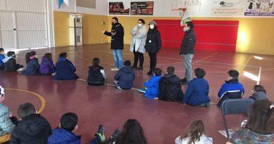 Los escolares de Ambroz conocen cómo funciona el Ayuntamiento